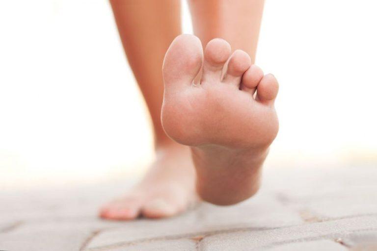 Как избавиться от неприятного запах ног - лучшие домашние рецепты.