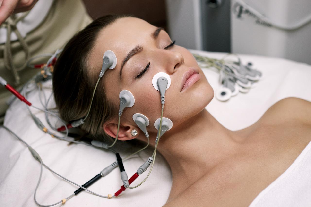 Миостимуляция лица – эффективная процедура для омоложения