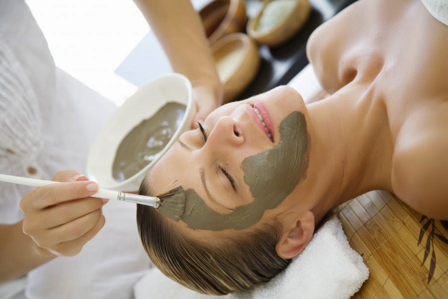 Невероятные свойства зелёной глины и её способы применения для лица