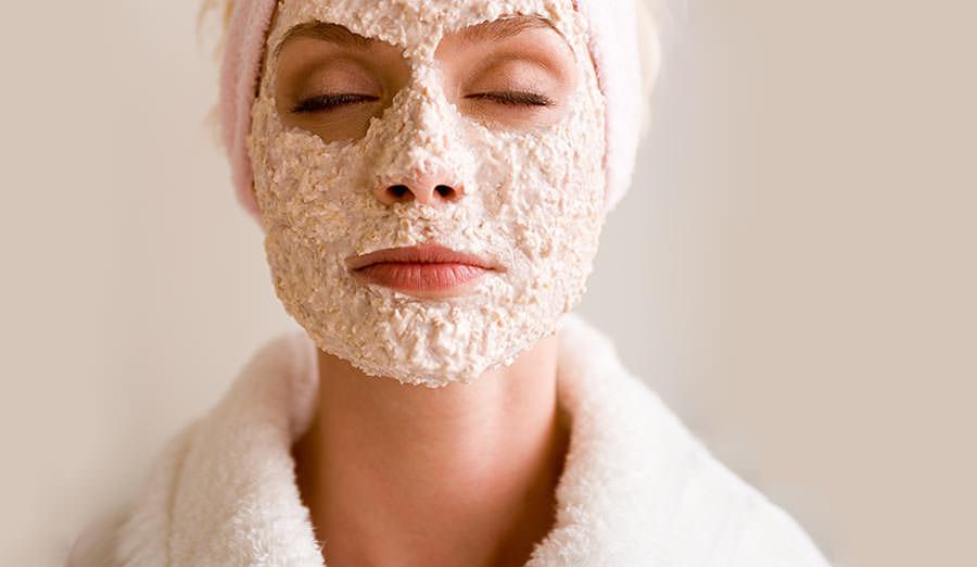 5 рецептов масок для лица из овсяных хлопьев:от морщин и для жирной кожи