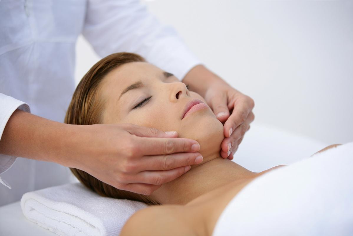 Противовоспалительный массаж Жаке: полезные свойства, противопоказания и этапы выполнения