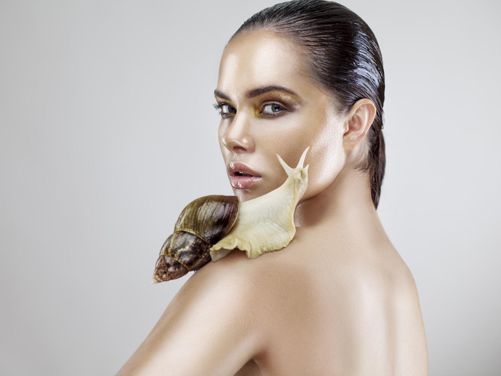 Массаж лица улитками – необычная омолаживающая процедура