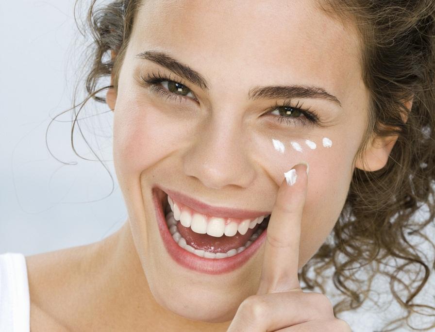 Полезные свойства ретиноевой мази для лица, как с её помощью избавиться от прыщей и морщин