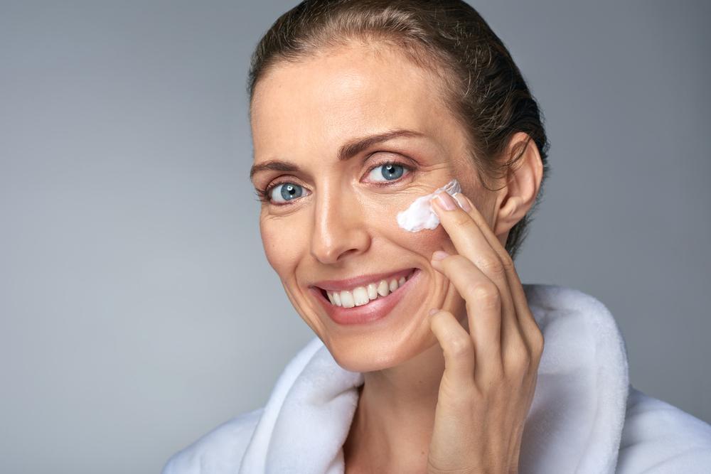 Нежелательные последствия и особые указания по применению ретиноевой мази для лица.