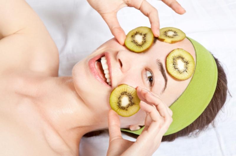 Польза и лучшие рецепты масок из киви для лица