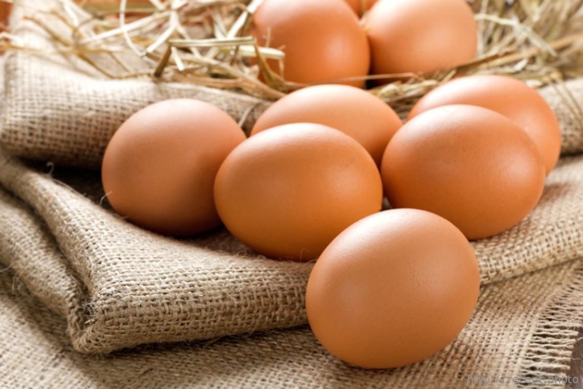 Состав, польза, показания и противопоказания масок для волос с яйцом.