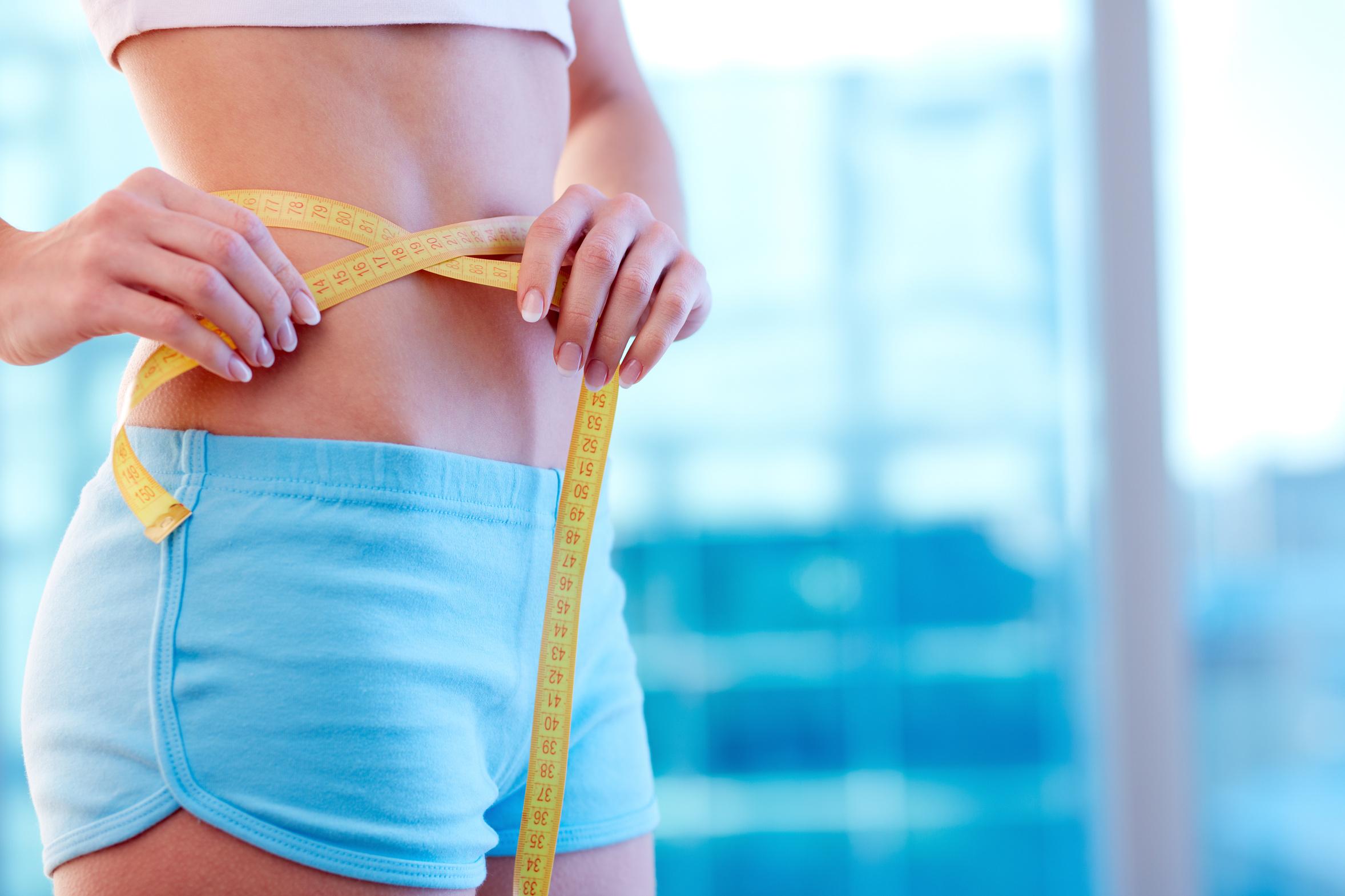 Что делать, если обвисла кожа после похудения? Как её подтянуть и убрать складки?