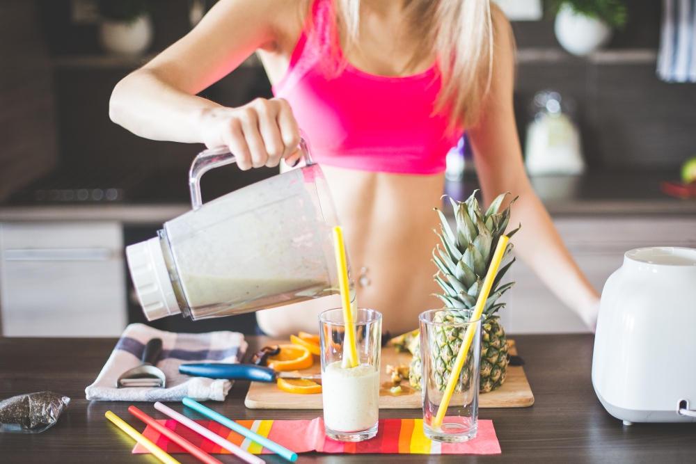Польза и вред жиросжигающих смузи для похудения.