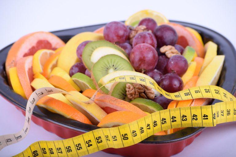 Как правильно есть фрукты при похудении?